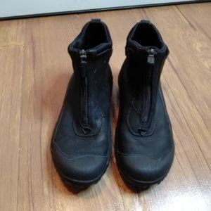 Clark's Waterproof Leather Boot Size 6M